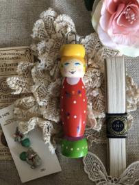 Breien | Punnikpoppetje | Rood | Vintage vrolijk poppetje 'Marie' uit Frankrijk