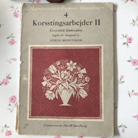 1956 | Boeken | Kruissteken | Denemarken | Korsstingsarbejder II | Cross-stich Embroidery designed by Gera Bengtsson Forste Oplag - Host & Sons Forlag