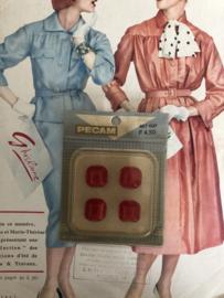 Knopen | Rood - 15 mm Pecam doosje met 4 carré knopen | vintage jaren '60