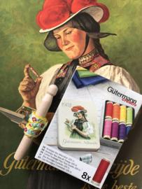 GÜTERMANN nostalgisch blikje met 8 klosjes naaigaren - vrolijke kleuren