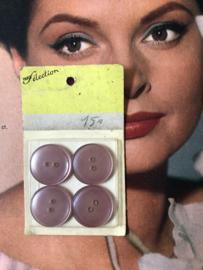 Knopen | Lila 20 mm 'Paris Selection' knopenkaartje met 4 knopen 2 gaatjes | jaren '50