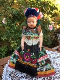 Hongarije | Klederdracht | Beeldschone grote vintage klederdracht pop jaren '50 (32 cm!) 'Felicia'