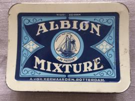 Verzamelblikje | Tabaksblik in blauwtinten van A. Van Herwaarden, productnaam Albion Mixture | 1950-1965