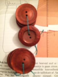 Knopen | Rood Kersenrood - 25 mm met reliëf 2 gaatjes | jaren '60