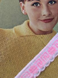 Band | Roze | Vintage band wit met lichtroze bloemetje en Grieks motiefje (1.5 cm)