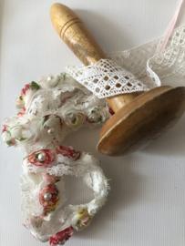 Naaigerei | Mooi eenvoudige gladde licht glanzende stoppaddenstoel  ca. 1900-1920