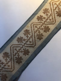 VERKOCHT | Band | Beige | Antiek Frans band met boompjes bruin motief en blauwe rand (38 mm x ca. 4 meter) 1900-1910