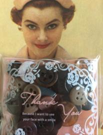 Knopen | Zwart | 12 mm | Espolite zakje met 12 zwart-beige mix kleine plastic knoopjes twee en vier gaatjes | jaren '50