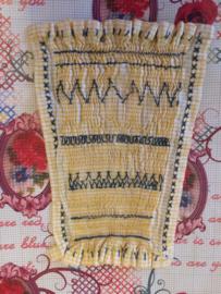 Nederland | Vintage schooloefenwerkje smokwerk en borduursteken  | jaren '40