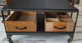 Brocante | Mooie stoere houten opruimbakken - INDUSTRIEEL