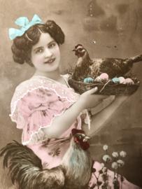 Briefkaarten | Pasen | 'Joyeuses  Paques' EAS 1342: mooie jonge vrouw met kip, haan en paaseieren  (ca. 1900-1910)