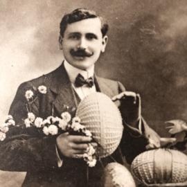 Briefkaarten | Pasen | 'Joyeuses  Paques': man met snor en paaseieren (1916)