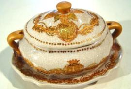 Prachtig camee suikerpotje | bonbonschaaltje met schotel & deksel | gouden decoratie en cracelé aardewerk