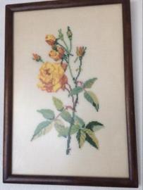 """Rozen - Vintage geborduurd schilderijtje '50-'60 """"Gele Roos"""" Redoute"""