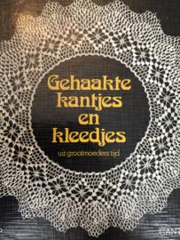VERKOCHT | 1979 | Haken | Boeken | Cantecleer | Gehaakte kantjes en kleedjes uit grootmoeders tijd - Diny Zijp