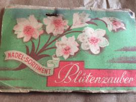 "Naaldenmapje ""Nadel-sortiment"" Blütenzauber"" | Ellipsor Nadeln | F.R. Hanebeck 1915-1925 of 1889"