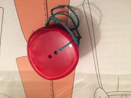 Knopen | Rood - 23 mm  reliëf met twee gaatjes (drie stuks) vintage jaren '60