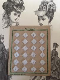 VERKOCHT | Knopen | Wit | Jugendstil | Knopenkaart met 24 prachtige antieke knopen |  glas | 1890-1910