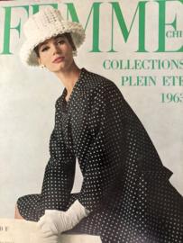 1963 | Femme Chic - Collections Plein ete 1963 - Givency, Balenciaga en Yves Saint-Laurent en Madame Grés met Engelse en Duitse vertaling