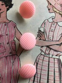 Knopen | vintage roze knopen met prachtig relief (3 stuks) | jaren '50