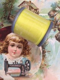 Mölnlycke Spijn Syntet Göteborg | Geel  9111 - 110 meter | 120 Yard Yarn 100% polyester naaigaren klosje 2 x 3 cm | Vintage