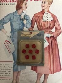 Knopen | Rood - 10 mm Pecam doosje met 7 carré knopen | vintage jaren '60