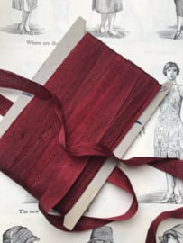 Band | Rood | Lint | Bordeauxrood - Kaartje met frans antiek bordeaux rood glanzend lint
