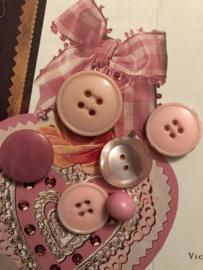 Knopen | Roze - 005-15 mm Zakje met zes diverse roze knoopjes | vintage jaren '50
