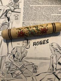 Naaldenkoker | Houten (grenen) cilindervormige (stopnaalden-) koker met ingebrande edelweisjes  - 1900