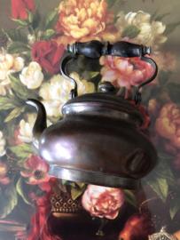 Rood koper | Antiek appelketeltje met eikenhouten handvat