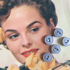Espolite | Lichtgrijs | twee gaatjes | 12 mm | zakje met 12 kleine plastic knoopjes | Vintage jaren '50