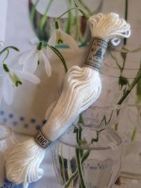 Decoratieve brocante & vintage garens, borduurgaren en garenrollen