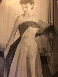 1953 | Tijdschrift | Dameswereld - No. 25 - 16e jaargang - 15-12-1953 - V-lijn jas