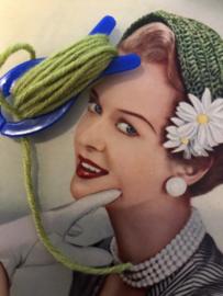 Breien | Vintage blauw breivisje met groen  garen | 6 cm - jaren '70