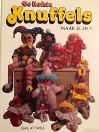 Boeken | Poppen | Naaien | De liefste knuffels maak je zelf | Gail Attwell - Vintage 1974