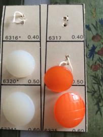 Oranje en wit  | Knopenkaart 4 knoopjes met haakje | 15 mm | Vintage jaren '50