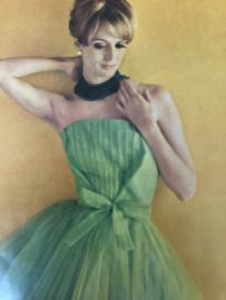 VERKOCHT | 1963 | Femme Chic - Collections Plein ete 1963 - Givency, Balenciaga en Yves Saint-Laurent en Madame Grés met Engelse en Duitse vertaling