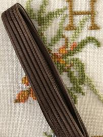 Band  | Biaisband | Donkerbruin (zijdeglans met relief) | 1 cm | 100% viscose | Derco - patents pending - naadloos