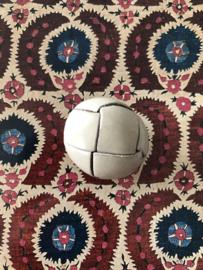 KNOPEN | Wit | 30 mm -  Gebroken wit - Originele 'Football' of knot button  lederen - leren knoop met oogje, 100% leer.