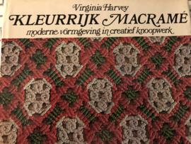 1972 | Boeken | Kleurrijk Macramé: moderne vormgeving in creatief knoopwerk - Virginia Harvey