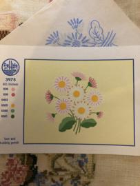 MEZ DellWea | Bloemen | Borduurpatroon 3975 MEZ-Sticktwist gekleurde Margrietjes