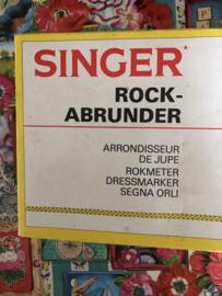 VERKOCHT | Naaigerei | Singer rokkenspuit - rokkenmeter in doos 70s
