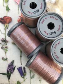 9305- Garen | Mölnlycke Sytrad Göteborg | licht oud-roze  - 300 meter | 328 Yard Yarn 100% polyester naaigaren klosje 3 x 3 cm | Vintage