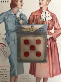 Knopen | Rood - 13 mm Pecam doosje met 5 carré knopen | vintage jaren '60