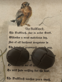 KNOPEN | Bruin | 15  mm -  Twee stuks - Originele Football of knot button taupe, grijs-bruin -  lederen/leren knoop met metalen oogje, 100%  leer. (leerknoop)