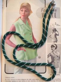 Kralenketting | Groen met wit lengte 40 cm. | jaren '80 - Vintage