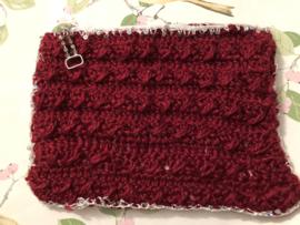 Etui - rood gehaakt 'heartwarming' (20 x 16 cm)