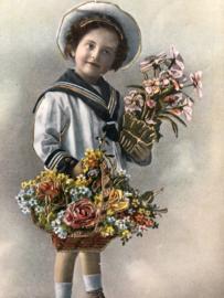 1914 | Duitsland | Jongen in matrozenpakje met bloemenmandje ?