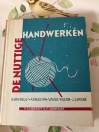 VERKOCHT | 1965 | De nuttige handwerken K. van Heijst e.a. (10de druk)