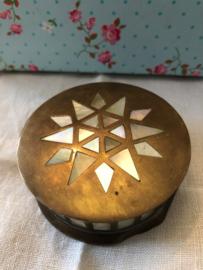 Antiek koperen met parelmoer ingelegd doosje 7 x 3 cm | Brass and Inlaid Mother of Pearl trinket box | ca. 1900